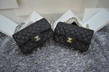 CHANEL 1112 Black Size 20cm Caviar Leather Flap Bag With Gold / Silver Hardware