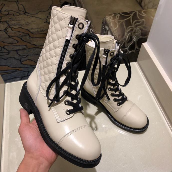 Chanel boots white P290