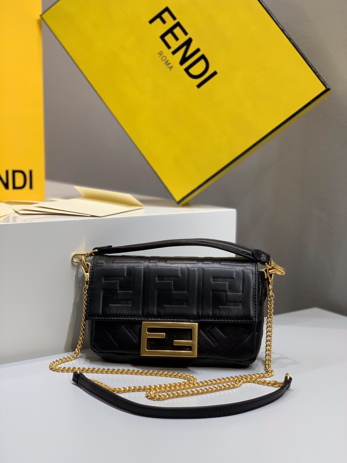 2019 Fendi bag BAGUETTE black