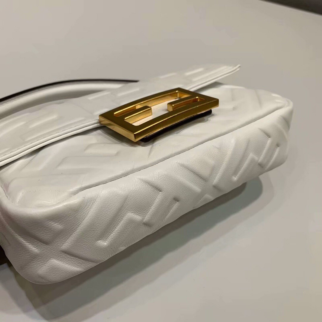 2019 Fendi bag BAGUETTE white - 2