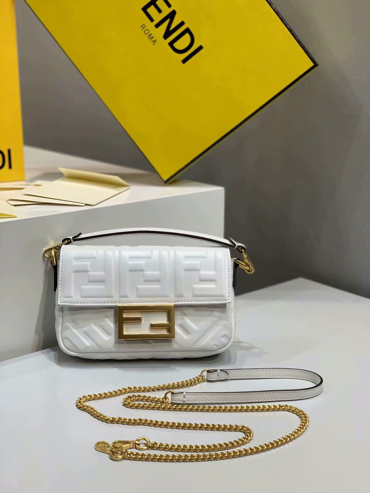 2019 Fendi bag BAGUETTE white - 5