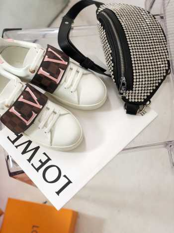LV FRONTROW SNEAKER 1A5N59