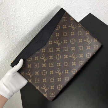 LV DAILY POUCH M62048