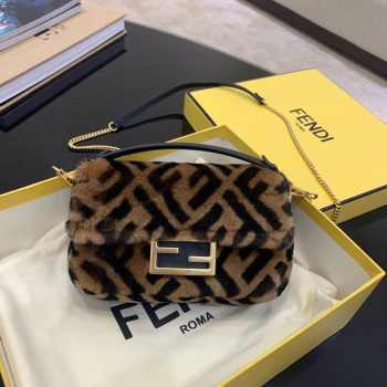 UUbags Fendi BAGUETTE MINI Brown Sheepskin Bag
