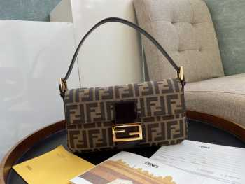 UUbags Fendi Baguette Vintage Bag with Gold Hardware