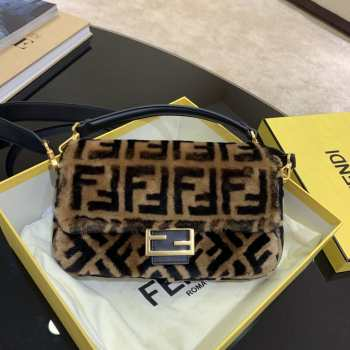 UUbags Fendi BAGUETTE Brown Sheepskin Bag