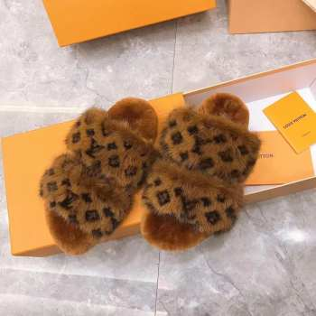 UUbags LV fur slippers