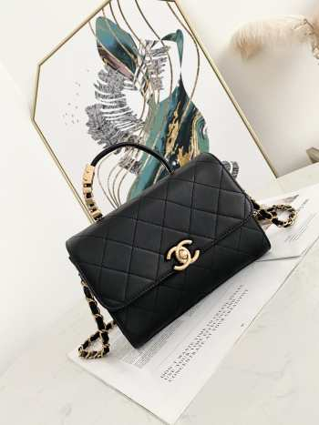 UUbags Chanel Flap Handle bag with pearl