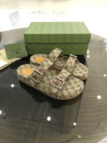 UUbags Gucci slippers unisex